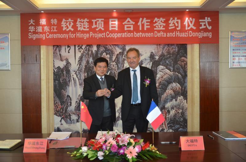 Signature par les Présidents de DEFTA et de HUAZI DONGJIANG  d'une nouvelle alliance franco chinoise pour la fabrication de mécanismes d'ouvrants sur l'Asie.